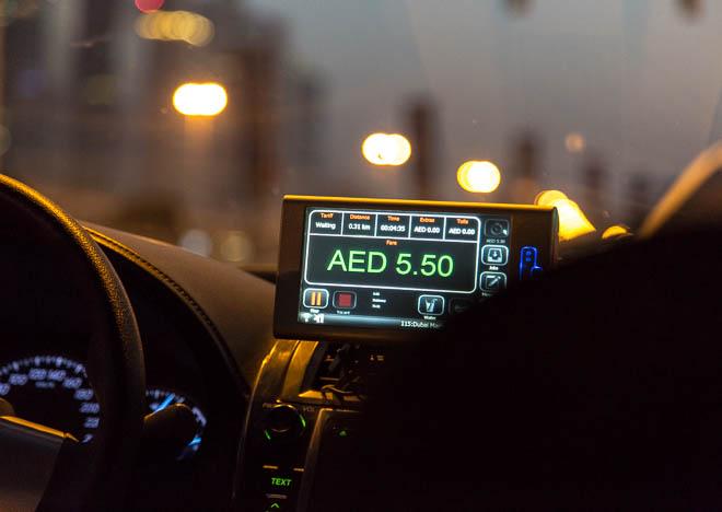 Taxibilarna har taxameter